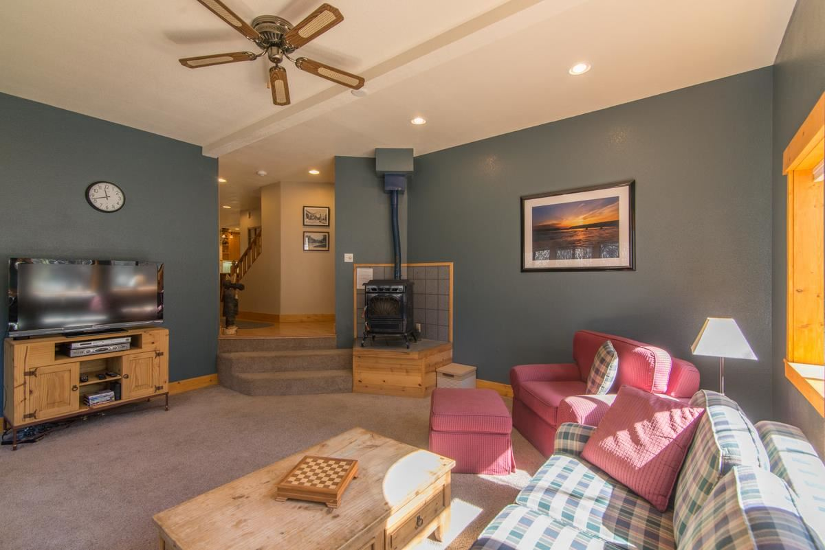 Additional photo for property listing at 12140 Saint Bernard Drive 12140 Saint Bernard Drive Truckee, California 96161 Estados Unidos