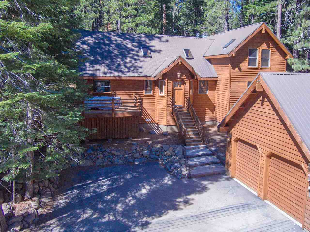 Single Family Home for Active at 13090 Falcon Point Place Truckee, California 96161 United States