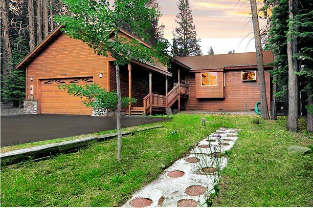 独户住宅 为 销售 在 10441 Alder Creek Road 10441 Alder Creek Road 特拉基, 加利福尼亚州 96161 美国
