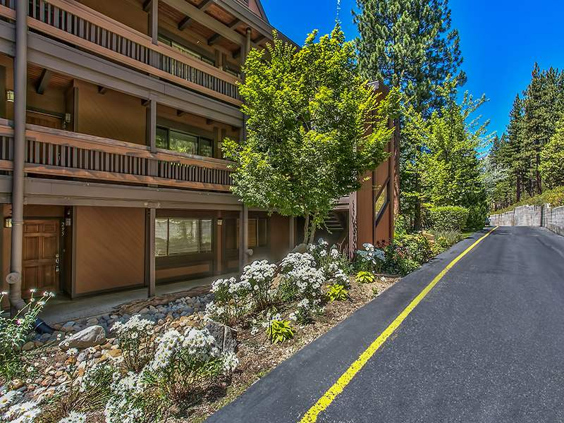 Additional photo for property listing at 335 Ski Way Incline Village, Nevada 89451 United States