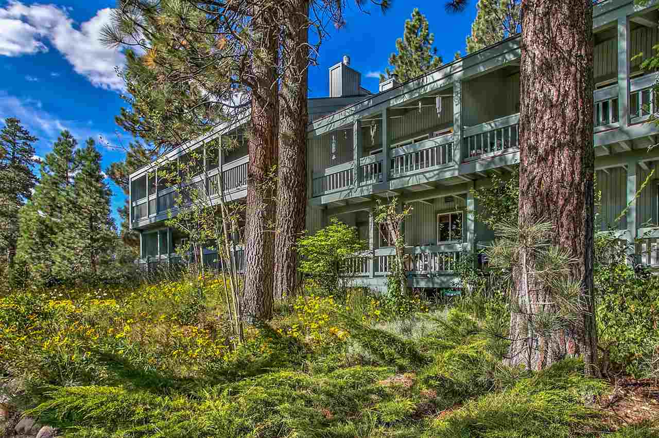 Condominio/ Casa de pueblo por un Venta en 3200 North Lake Boulevard 3200 North Lake Boulevard Tahoe City, California 96145 Estados Unidos