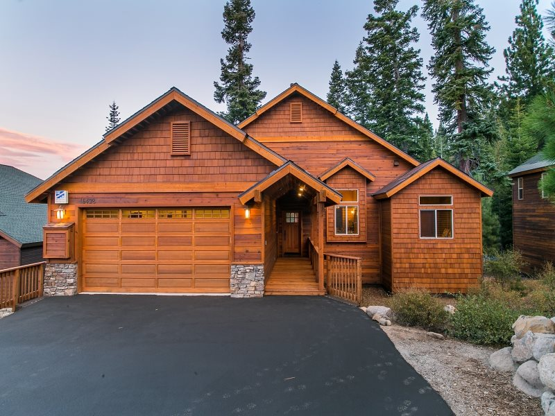 Single Family Home for Active at 16429 Skislope Way 16429 Skislope Way Truckee, California 96161 United States
