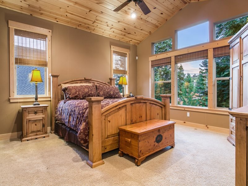Additional photo for property listing at 16429 Skislope Way 16429 Skislope Way Truckee, California 96161 United States