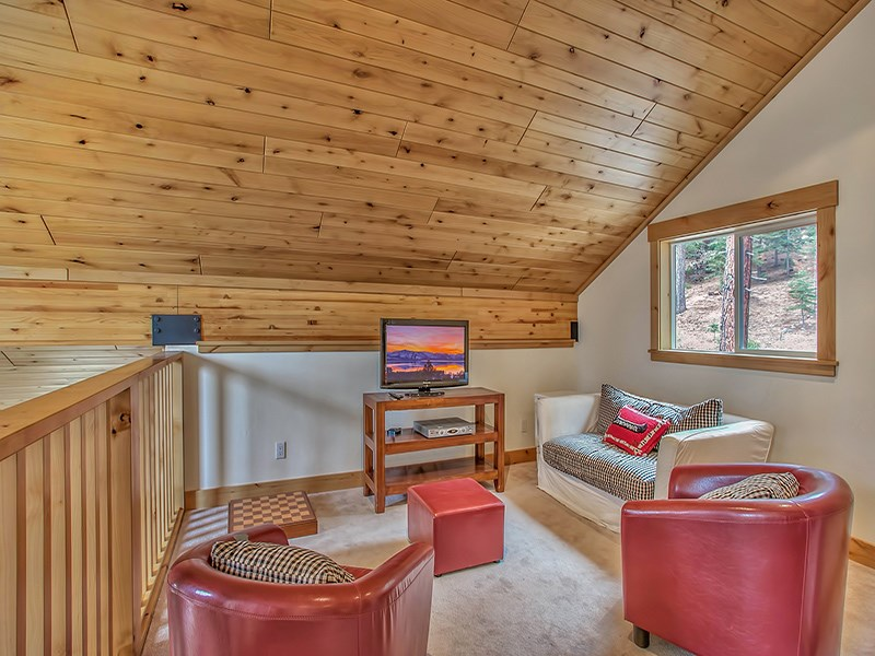 Additional photo for property listing at 11900 Saint Bernard Drive  Truckee, California 96161 United States