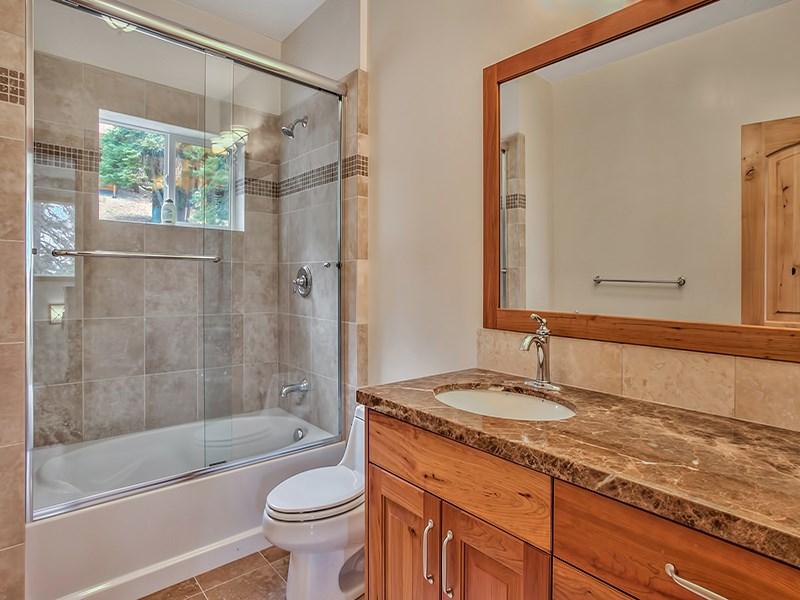 Additional photo for property listing at 11900 Saint Bernard Drive 11900 Saint Bernard Drive 特拉基, 加利福尼亚州 96161 美国