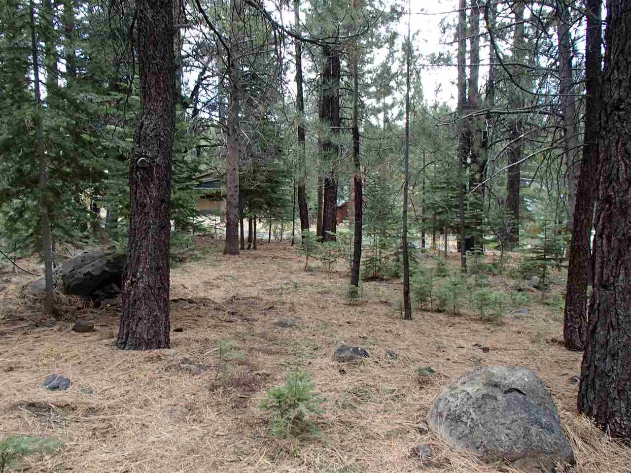 Additional photo for property listing at 11756 Brookstone Drive 11756 Brookstone Drive Truckee, California 96161 United States