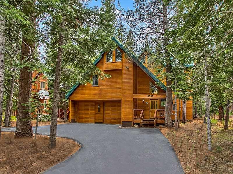 独户住宅 为 销售 在 13787 Swiss Lane 13787 Swiss Lane 特拉基, 加利福尼亚州 96161 美国