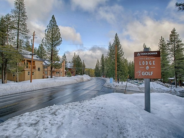Additional photo for property listing at 12903 Northwoods Boulevard  Truckee, California 96161 United States