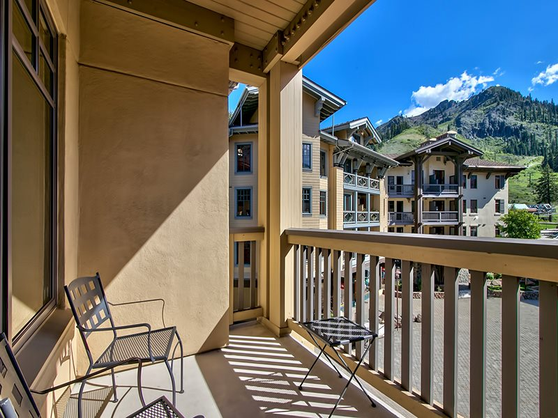 Condominio/ Casa de pueblo por un Venta en 1985 Squaw Valley Road Olympic Valley, California 96146 Estados Unidos