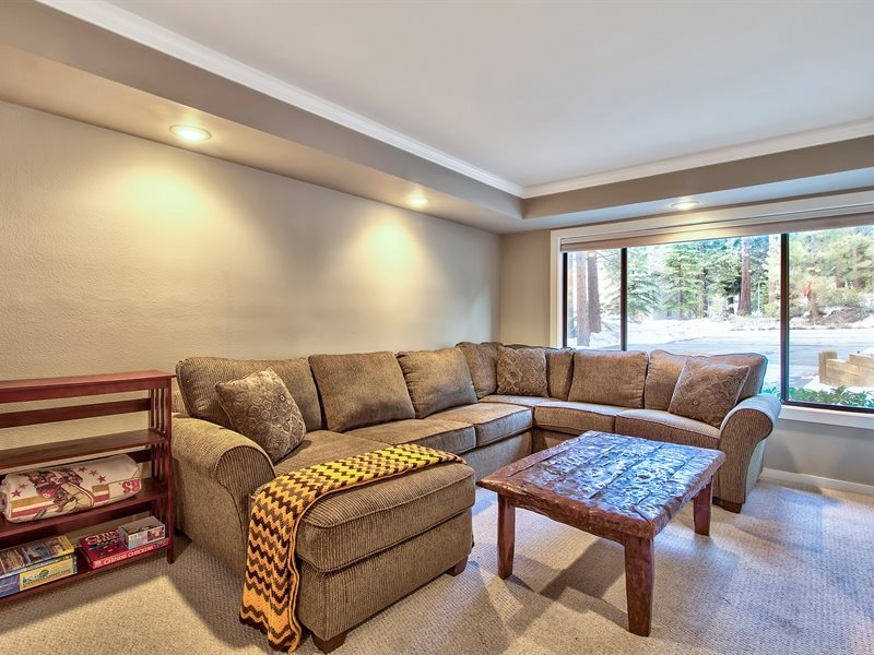 Additional photo for property listing at 646 Village Boulevard 646 Village Boulevard Incline Village, 内华达州 89451 美国