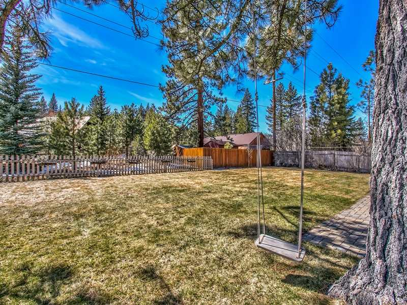 Additional photo for property listing at 10325 Shore Pine Road  Truckee, California 96161 Estados Unidos