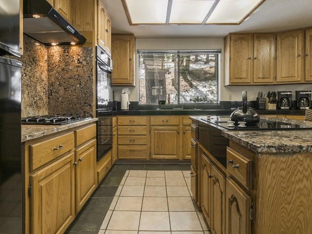 Additional photo for property listing at 711 Conifer  Truckee, California 96161 Estados Unidos