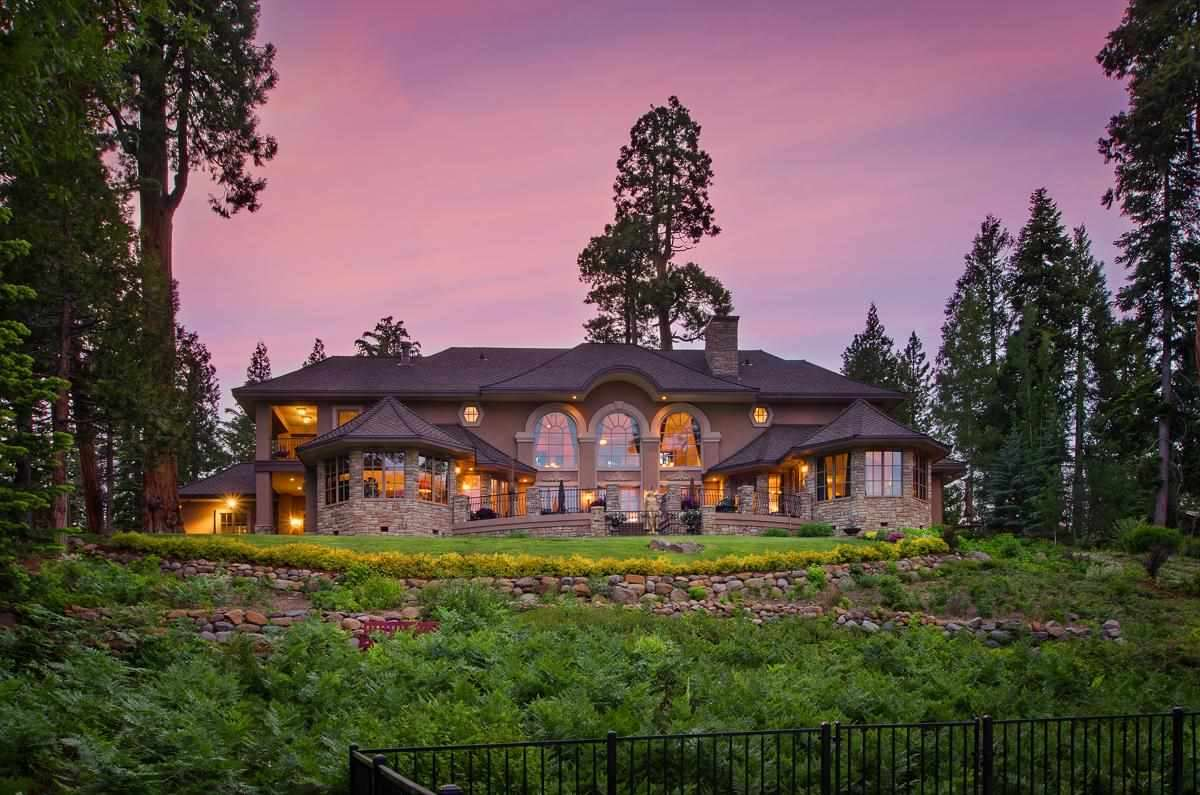 Casa Unifamiliar por un Venta en 720 West Lake Boulevard Tahoe City, California 96145 Estados Unidos