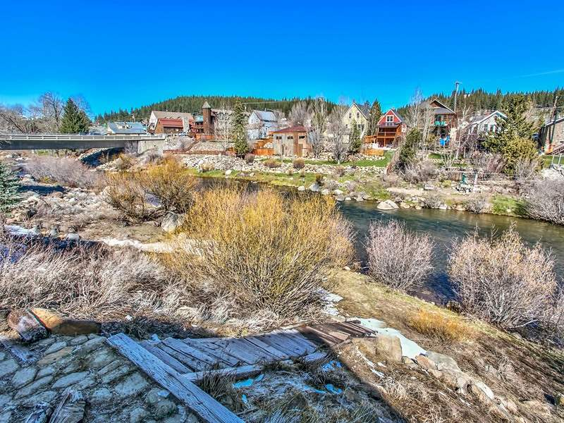 Additional photo for property listing at 10064 Southeast River Street 10064 Southeast River Street Truckee, California 96161 Estados Unidos