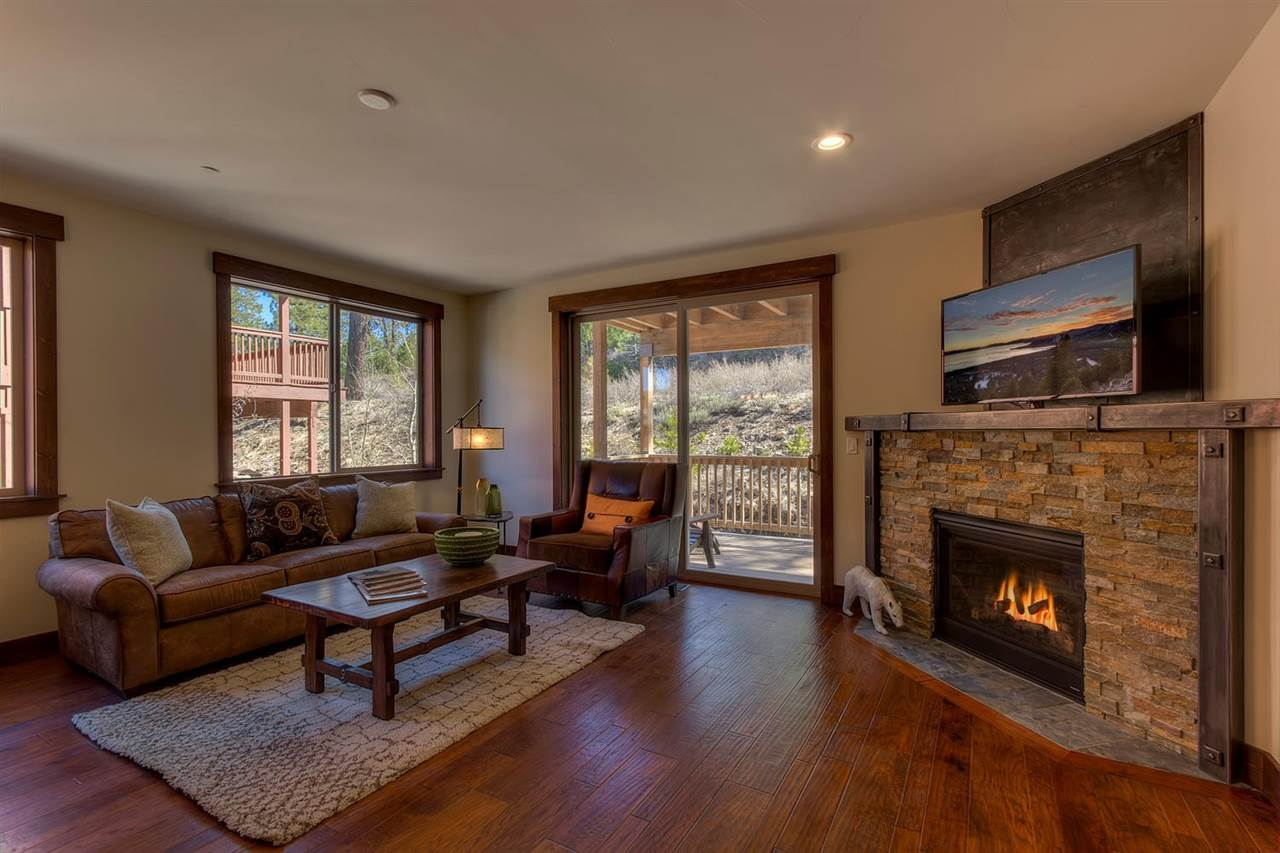 Additional photo for property listing at 11609 Dolomite Way 11609 Dolomite Way Truckee, California 96161 United States