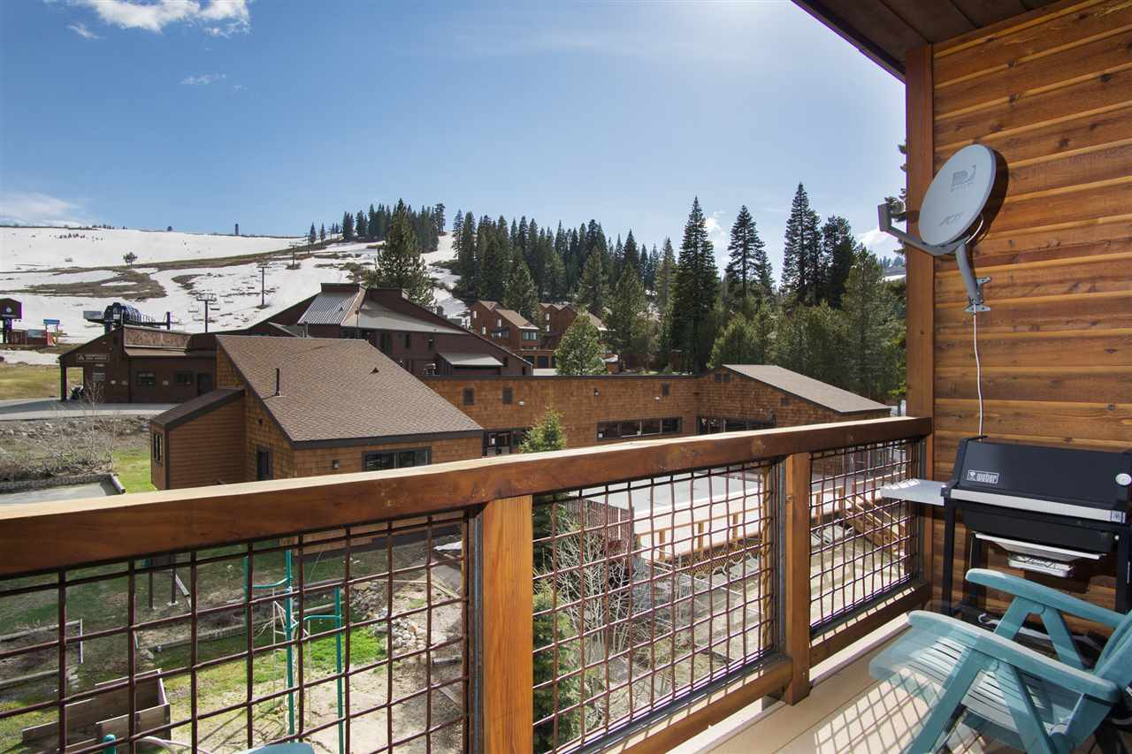 Additional photo for property listing at 11591 Snowpeak Way  Truckee, California 96161 Estados Unidos