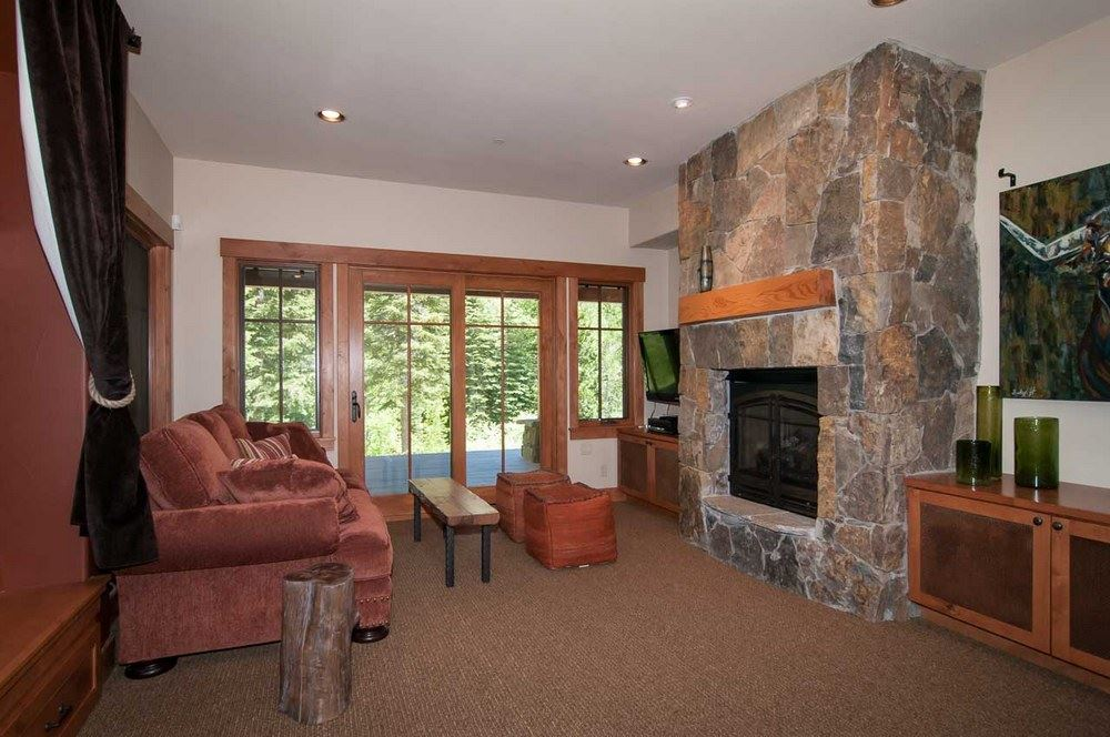 Additional photo for property listing at 1700 Trapper Place  Tahoe City, California 96146 Estados Unidos