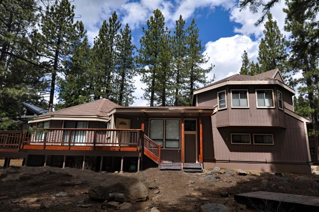 Single Family Home for Active at 13656 Ski View Loop Truckee, California 96161 United States