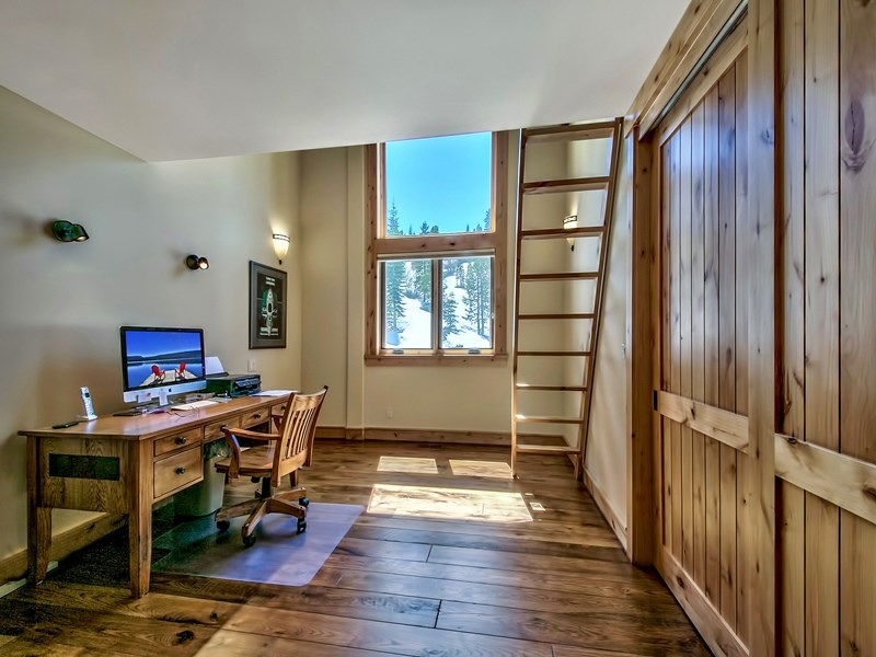 Additional photo for property listing at 15376 Skislope Way  Truckee, California 96161 Estados Unidos