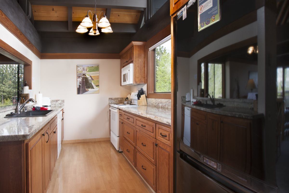 Additional photo for property listing at 270 North Lake Boulevard  South Lake Tahoe, California 96145 United States