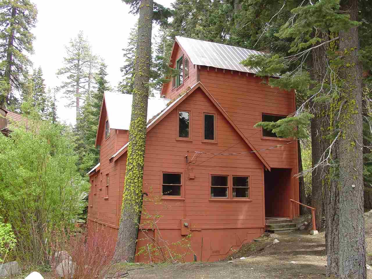 独户住宅 为 销售 在 15070 Point Drive 特拉基, 加利福尼亚州 96161 美国