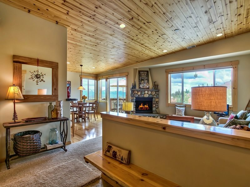 Additional photo for property listing at 16446 Skislope Way  Truckee, California 96161 Estados Unidos
