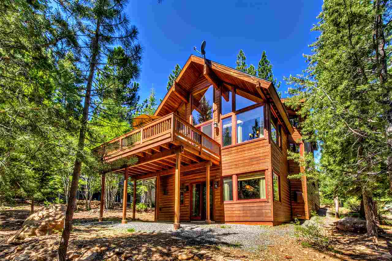 Single Family Home for Active at 12757 Peregrine Drive Truckee, California 96161 United States