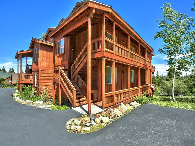 Additional photo for property listing at 12465 Bear Meadows Court  Truckee, California 96161 United States