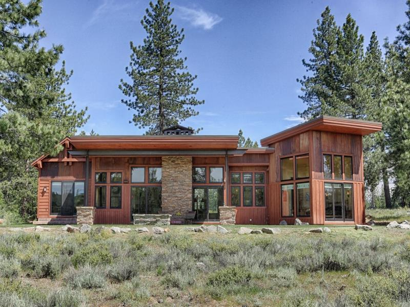 Single Family Home for Active at 11667 Henness Road Truckee, California 96161 United States