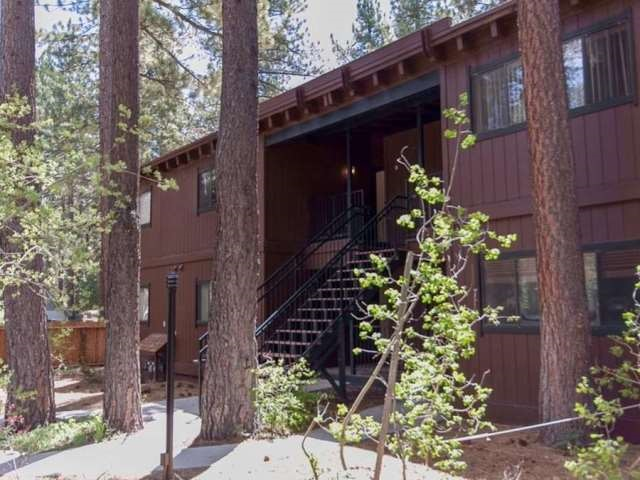 Condominio/ Casa de pueblo por un Venta en 2560 Lake Forest Road Tahoe City, California 96145 Estados Unidos