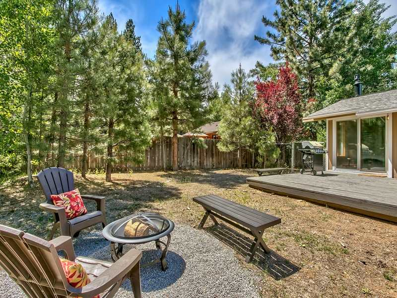 Additional photo for property listing at 10425 Martis Valley Road  Truckee, California 96161 United States