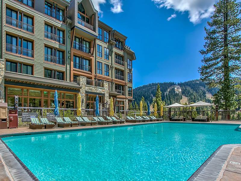 Additional photo for property listing at 13051 Ritz Carlton Highlands Court  Truckee, California 96161 United States