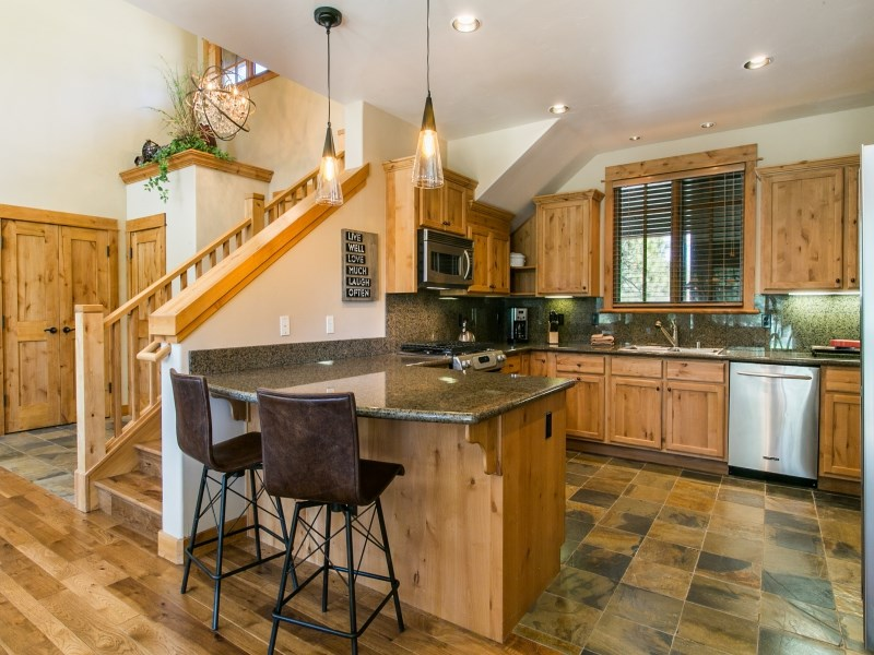 Additional photo for property listing at 13130 Fairway Drive  Truckee, California 96161 United States