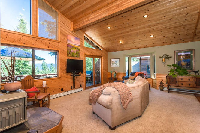 Additional photo for property listing at 10864 Mougle Lane  Truckee, California 96161 United States
