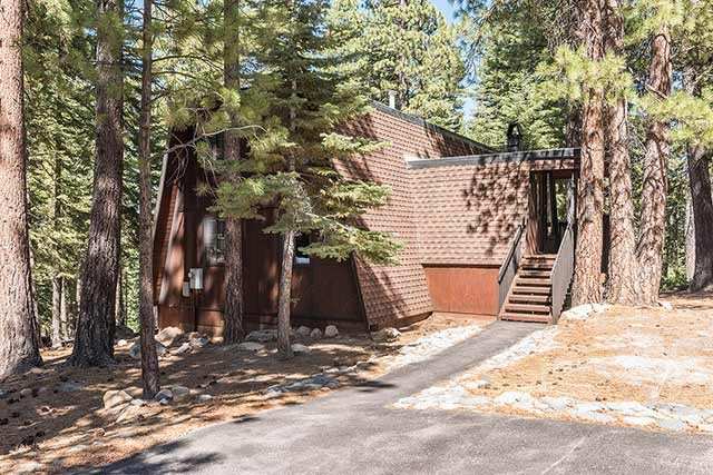Additional photo for property listing at 1609 Deer Path  Truckee, California 96161 United States