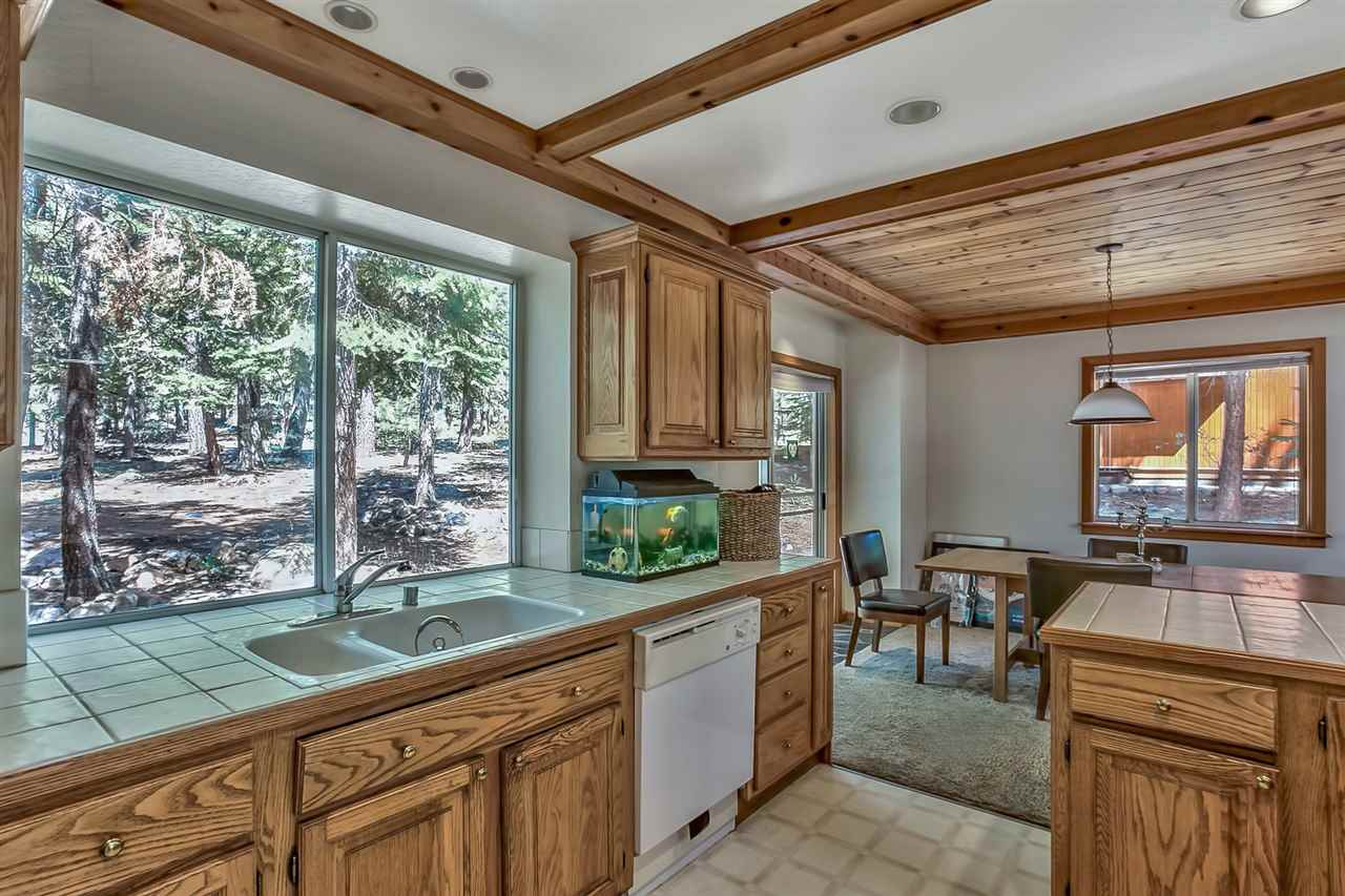 Additional photo for property listing at 12011 Schussing Way  Truckee, California 96161 Estados Unidos
