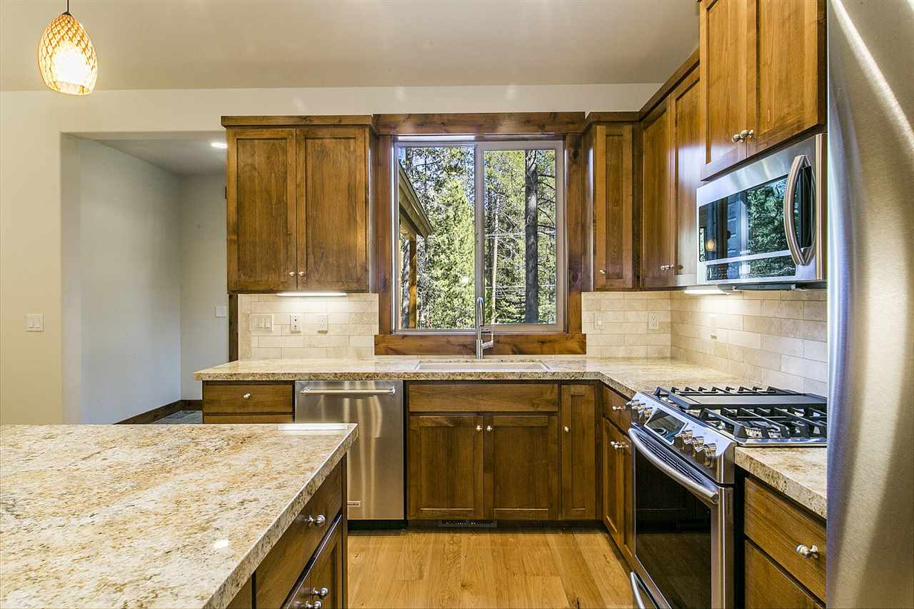 Additional photo for property listing at 13716 Heidi Way  Truckee, California 96161 Estados Unidos