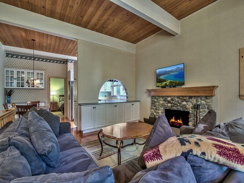 公寓 / 联排别墅 为 销售 在 123 Juanita Drive 123 Juanita Drive Incline Village, 内华达州 89451 美国
