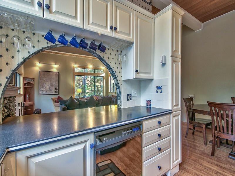 Additional photo for property listing at 123 Juanita Drive 123 Juanita Drive Incline Village, 内华达州 89451 美国