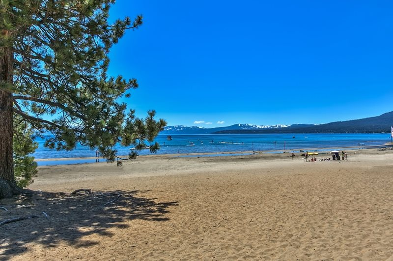 Additional photo for property listing at 8308 North Lake Boulevard  Kings Beach, California 96143 Estados Unidos