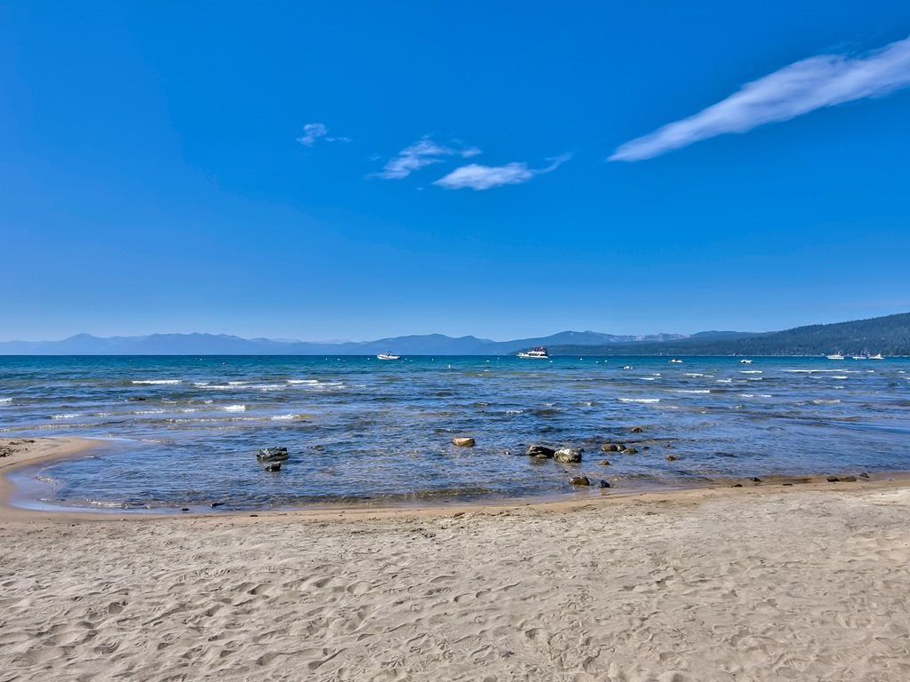 Additional photo for property listing at 8308 North Lake Boulevard 8308 North Lake Boulevard Kings Beach, California 96143 Estados Unidos