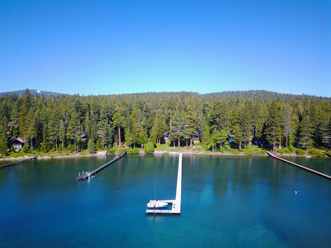 Casa Unifamiliar por un Venta en 850 West Lake Boulevard Tahoe City, California,96145 Estados Unidos