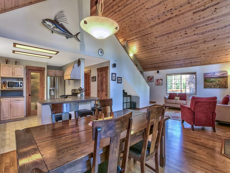Additional photo for property listing at 10487 Red Fir Road  Truckee, California 96161 United States