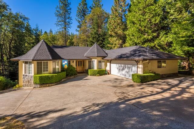 Casa Unifamiliar por un Venta en 12554 Francis Drive Grass Valley, California 95949 Estados Unidos