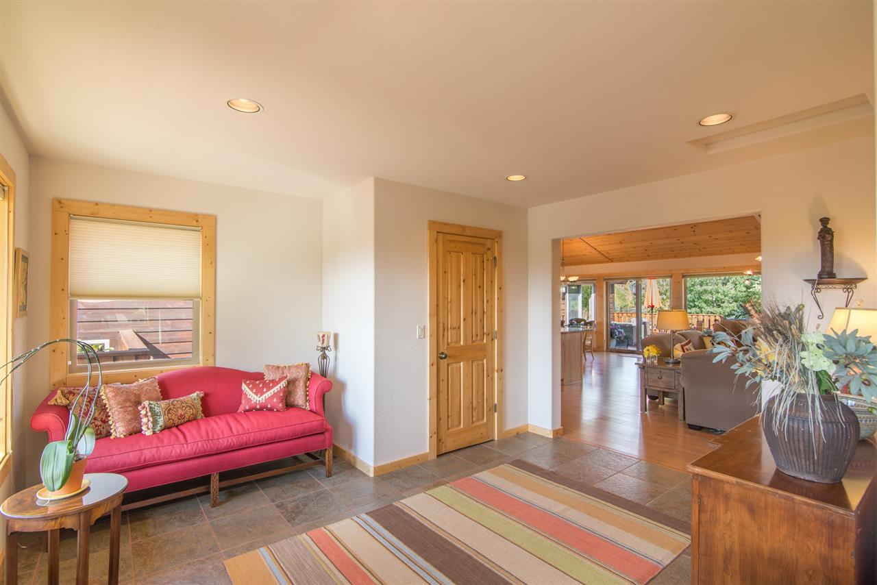 Additional photo for property listing at 10381 Plymouth Lane 10381 Plymouth Lane Truckee, California 96161 Estados Unidos