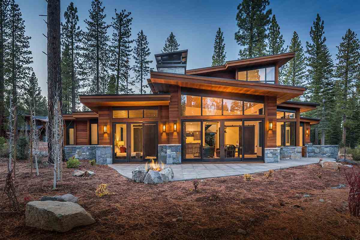 Additional photo for property listing at 8336 Thunderbird Circle  Truckee, California 96161 United States