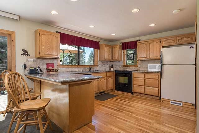Additional photo for property listing at 1235 Canterbury Drive 1235 Canterbury Drive Kings Beach, California 96143 United States