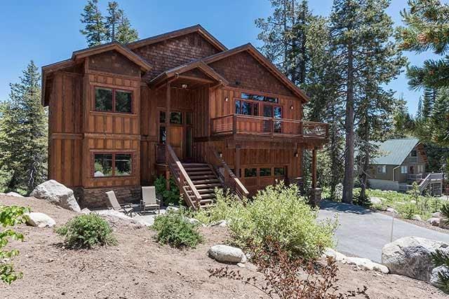 Casa Unifamiliar por un Venta en 6412 Hillside Drive Soda Springs, California 95728 Estados Unidos
