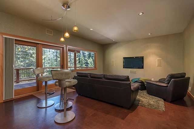 Additional photo for property listing at 6412 Hillside Drive 6412 Hillside Drive Soda Springs, California 95728 Estados Unidos