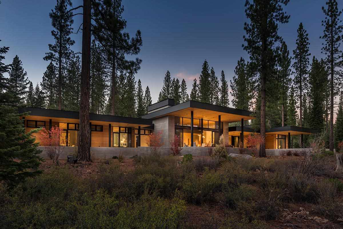 独户住宅 为 销售 在 8143 Valhalla Drive 特拉基, 加利福尼亚州 96161 美国